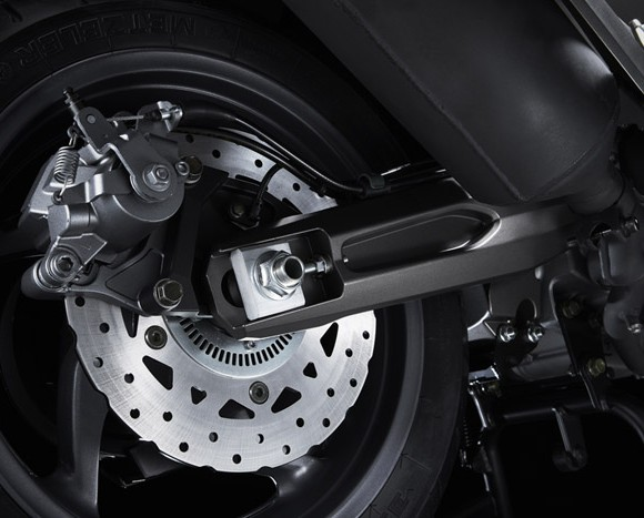 kymco-ak-550-2017-detail-rear-disc